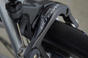 Shimano Ultegra rim brakes keep the Cannondale under control