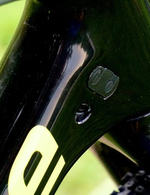 While the non-driveside has head tube routed cables, the non-driveside has down tube routed housing options