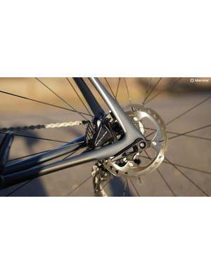 Dura-Ace flat-mount calipers and 160/140mm rotors mean stopping is perfectly controlled, always