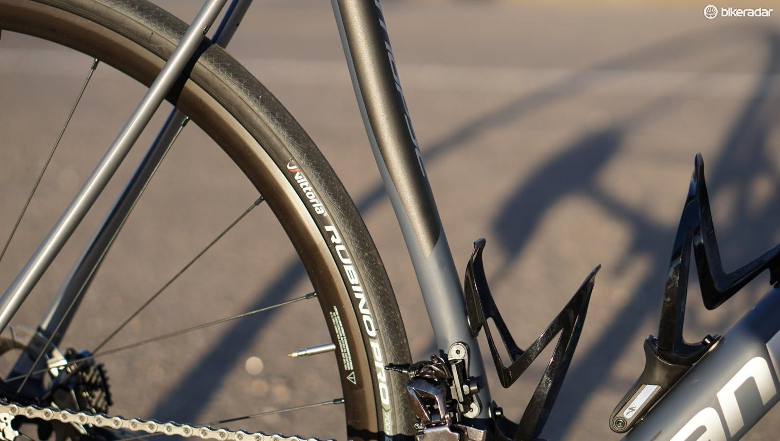 The bike comes with 28mm Rubinos, but there is plenty of room for up to 32s