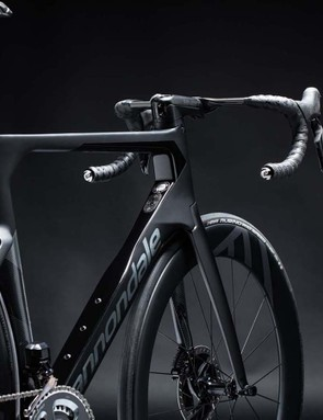The SystemSix's geometry closely mirrors that of its pro-racing SuperSix Evo