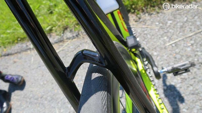 The small bridge on the EVO Disc is there to add stiffness and is a completely different shape to the bridge found on the rim brake model