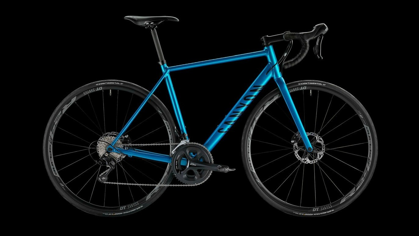 The blue version of the Canyon Endurace AL Disc 6.0 is downright pretty