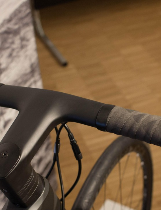 The new H31 Ergocockpit features an integrated stem and handlebars, and is claimed to be lighter, comfier and nearly as aero as that found on the Aeroad