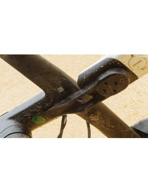 The bar ships with a proprietary Garmin mount that bolts onto the underside of the stem