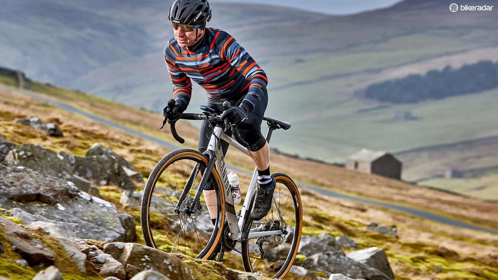 The frameset's positive feel helps you to make light work of long climbs