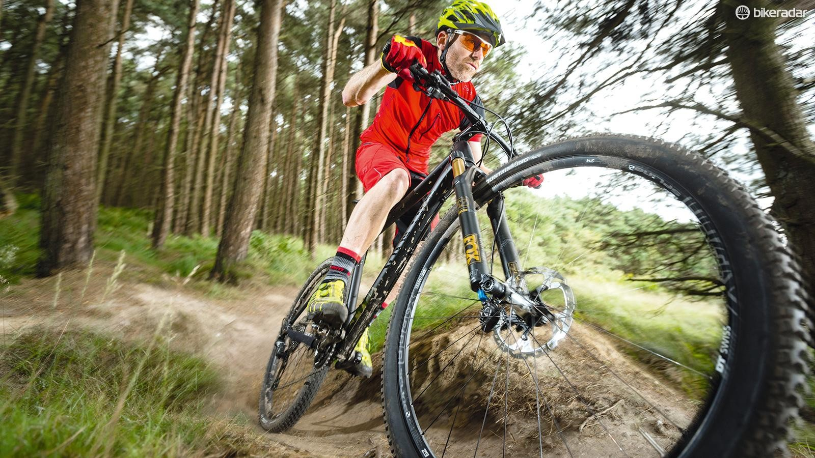 The DT Swiss wheels and Continental RaceSport tyres create light and fast rolling