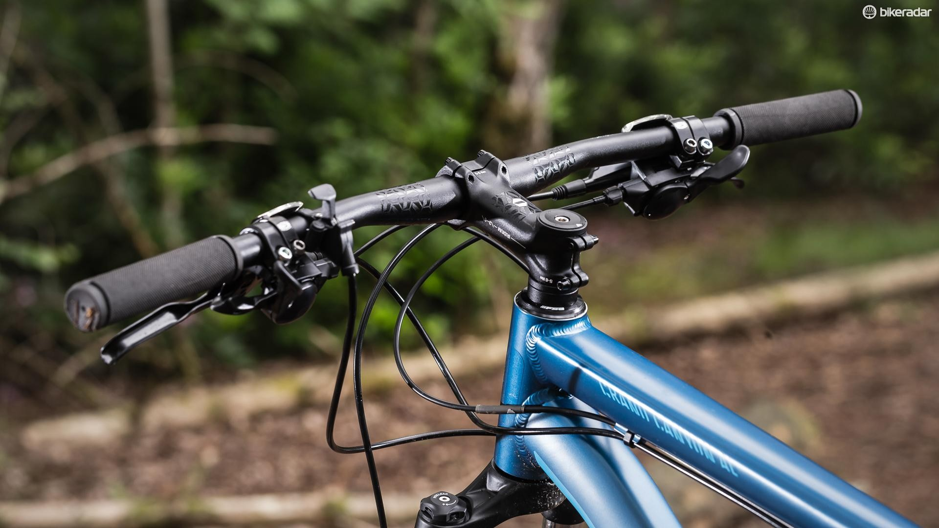 While the Crank Brothers bar is decently wide at 720mm, we thought the stem was a bit long