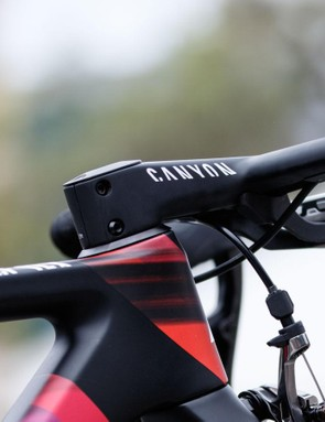 Cromwell rides with the Canyon H36 AeroCockpit CF. It claims to make a real difference to the bike's aerodynamics