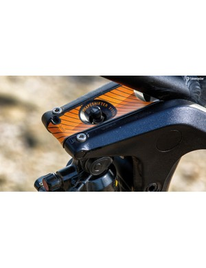 Canyon's ShapeShifter unit adjusts the angles and suspension for descending or climbing