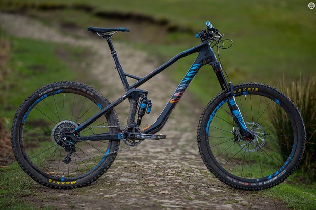 Canyon's Strive CF 8.0 Race has a subtly angular frame that's a bit of a looker