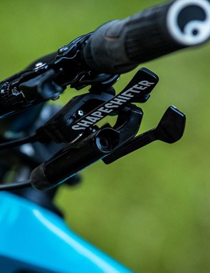 The new Shapeshifter Stage 2.0 lever and integrated RockShox Reverb lever