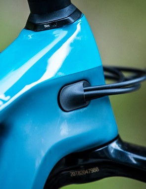 Weight saving internal cable routing on the new Strive