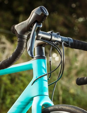 Canyon finishing kit throughout includes aluminium bars and stem, and a carbon seatpost