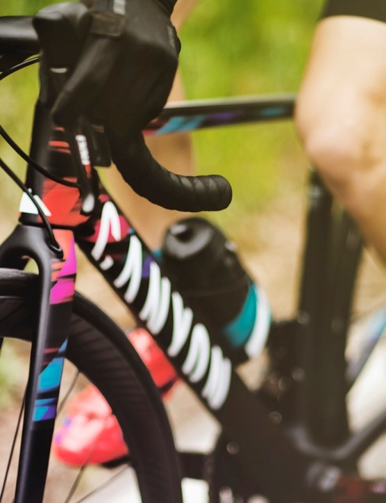 The Ultimate WMN features the iconic colours of the Canyon//SRAM pro women's race team