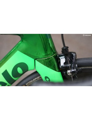 Such a thin paint job allows the original shape of the frame, that was carefully designed for speed, to remain unchanged
