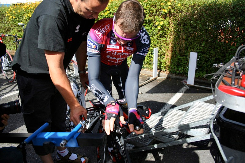 Cadel checks the position of the newly assembled Dean with a Silence-Lotto mechanic.
