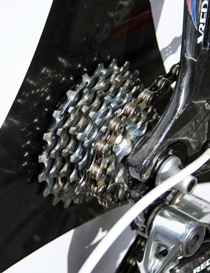 An 11-21T cassette is on hand for Cadel but only nine sprockets fit on the Ghibli disc.