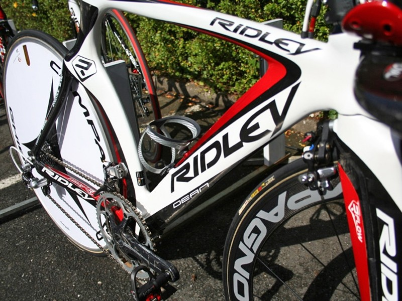 Cadel Evans' Ridley Dean has been developed using oil flow mapping and integrates Oval Concepts's unique JetStream technology in the fork blades and seat stays.