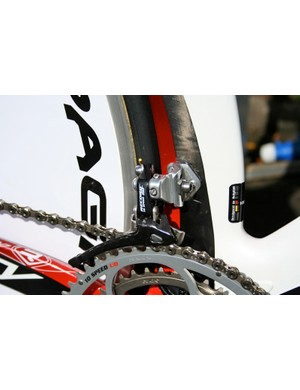 A Campagnolo Record derailleur is fitted to a riveted-on bracket on the side of the aero seat tube.