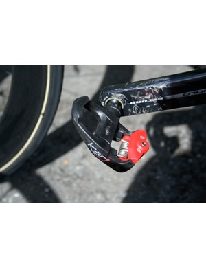 As on his road bike Cadel Evans uses KeO Carbon Ti pedals by Look.