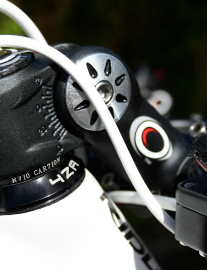 Oval's A710 Adjustable stem allows Evans to get an even lower position on an already-aggressively positioned frame.