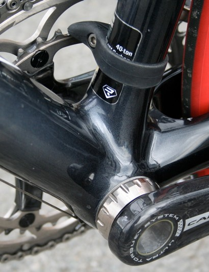 The Helium weighs a claimed 900g for the medium size partly due to a hefty looking bottom bracket area that has been lightened by removing excess material.