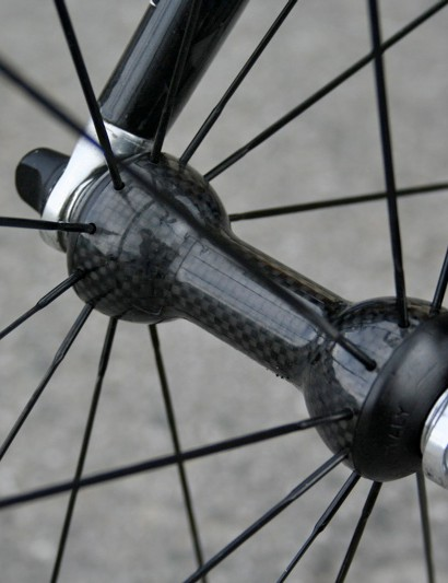 Campagnolo Hyperon Ultra wheels run on these minimal looking carbon hubs.