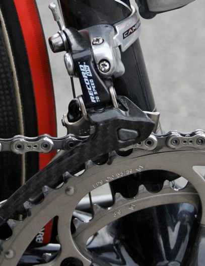 The Helium has no braze-on derailleur hanger so Evans' frame is fitted with a clamp-on Record front derailleur.