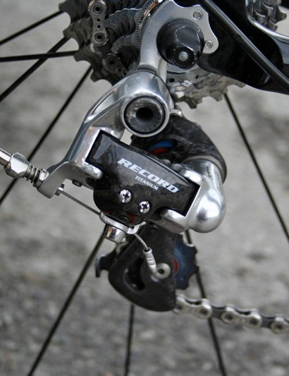 A Campagnolo Record rear derailleur keeps shifting accurate for Evans…