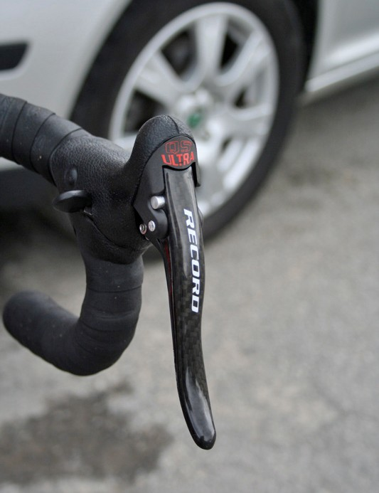 Like most Campagnolo-sponsored pros Evans uses the Red version Record Ergopower levers.