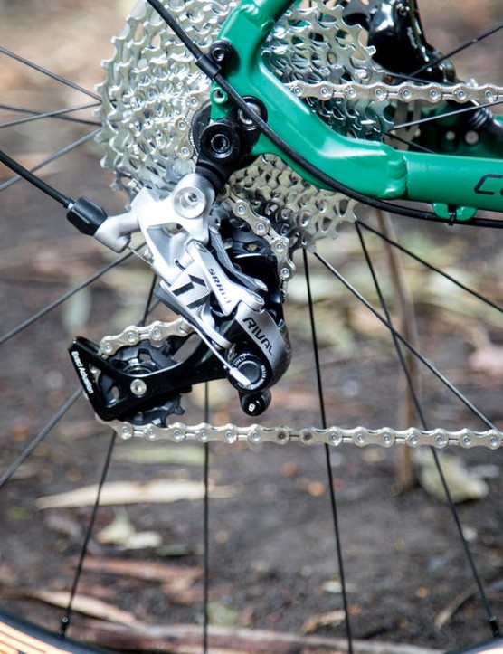 The rear derailer sees SRAM's Roller Bearing Clutch which keeps the chain tensioned in order to minimize derailleur bounce and chain slap