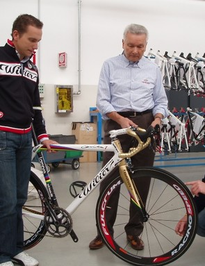 Enrico Pengo, the Italian team's mechanic, gives the Cento the once-over