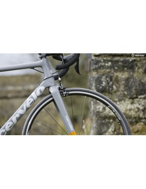 The 17cm head tube and shallow top cap made achieving our preferred position a cinch
