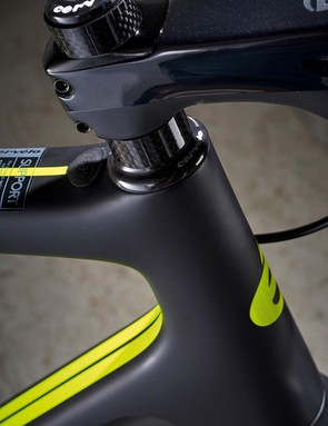 A carbon theme continues through to the Cervélo-branded stem