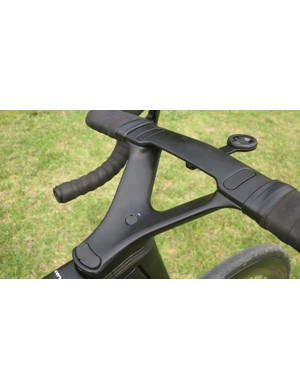 The V-Stem is shaped to make little impact on the air vastly improving aero performance