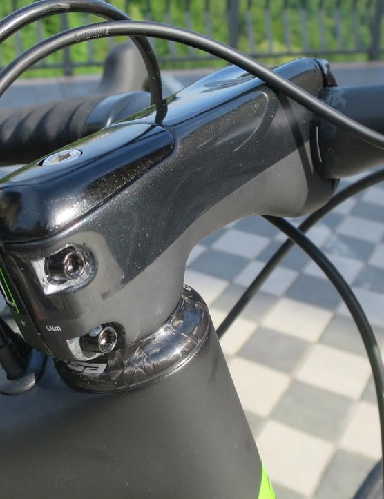 The R5's cable routing uses the same behind the stem configuration as the S5