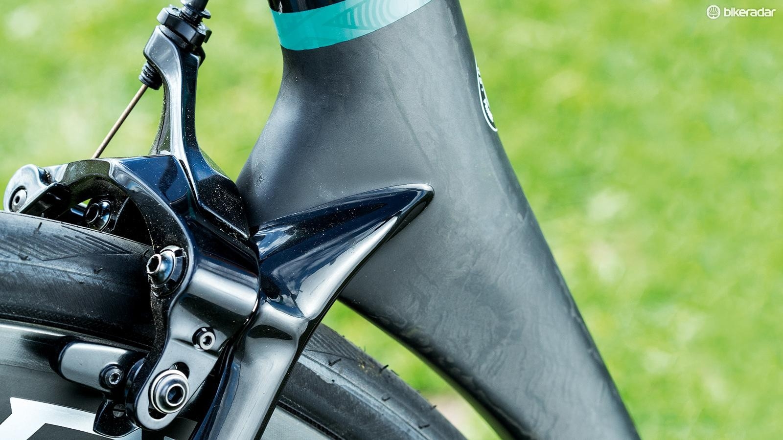 Direct-mount rim brakes allow for greater tyre clearance, and are a nice modern touch