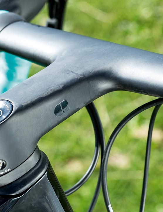 The one-piece Mana bar and stem sees air smoothly flow over it, and is available in five size options