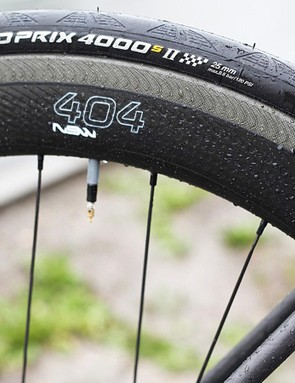 The rolling stock looks impressive matching Conti's GP4000SII 25mm with Zipp's NSW version of the 404