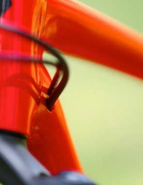 Neat internal cable routing — including provsion for an internally routed dropper post — keeps the Chisel's lines clean and tidy