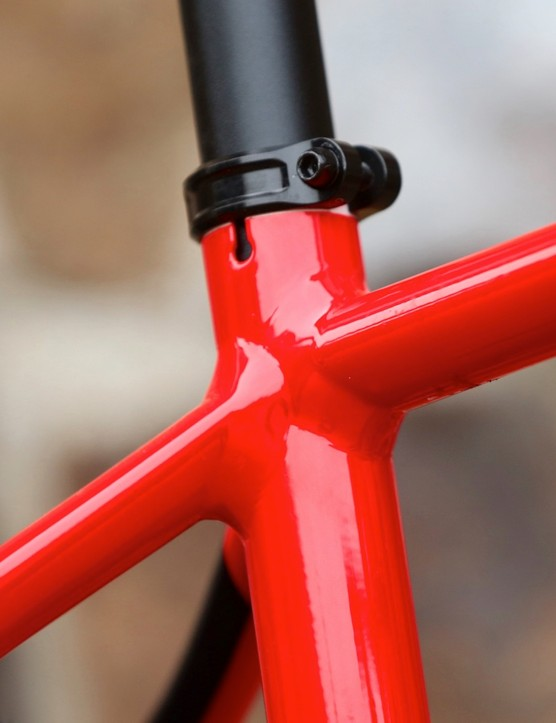 The skinny 27.2mm diameter seatpost coupled with the inbuilt flex in the rear triangle is said to help add a bit more comfort when pedalling over rough terrain