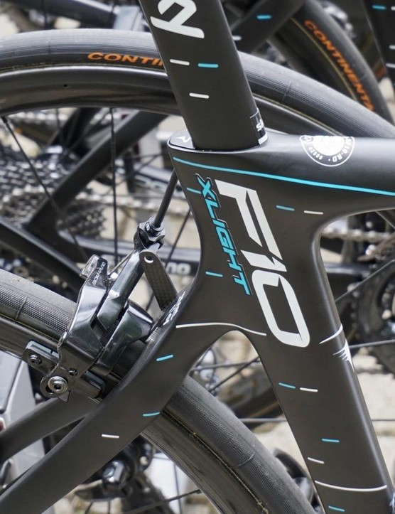 Froome also has a Dogma F10 X-Light at the Tour, which is identical to the F10 in shape but just uses a lighter carbon