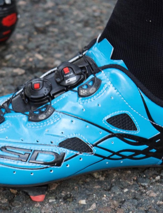 Froome shows off his new Sidi with both tensioning ratchets located on the tongue