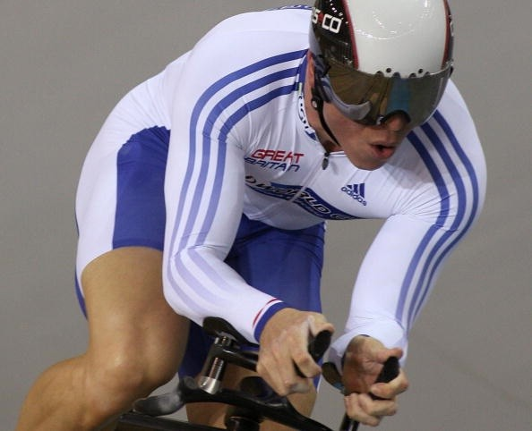 Britain's Chris Hoy wins gold in the 1km TT at the '07 Track Worlds in Spain.