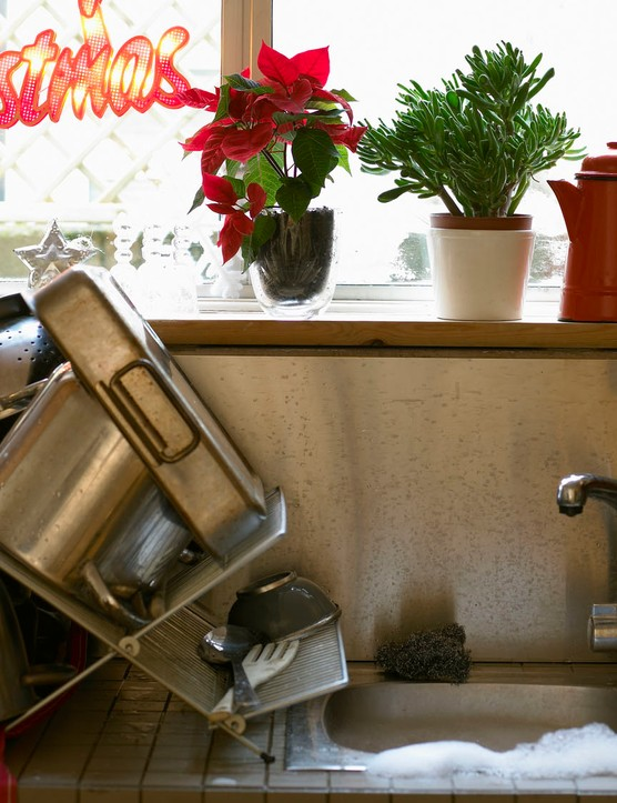 If you do offer to help with the washing up, expect major brownie points