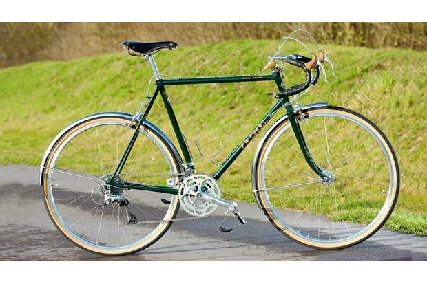 classic_touring_bike-1462899249635-ds181033h2kx-1000-90-755cc28