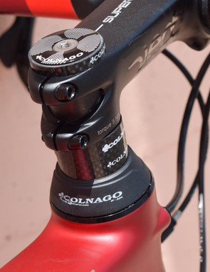 Unusually for a modern carbon bike, the V2-R's headset bearings sit in metal cups