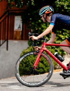 The V2-R is a poised and confident descender
