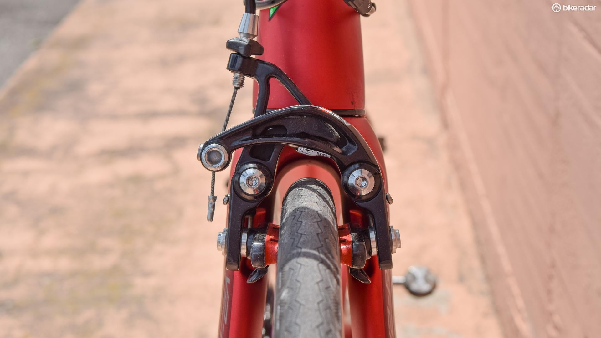 Direct mount brakes mean lots of power and clearance for at least 28mm tyres